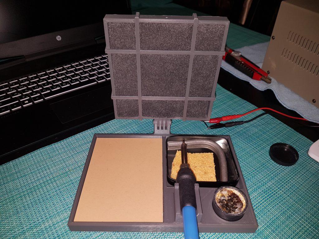 Подставка паяльника с вытяжкой и угольным фильтром